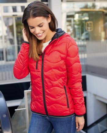 Steppelt női dzseki kapucnival